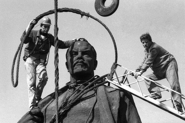 statue-Lenin-bucharest
