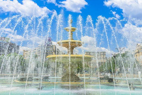 old-town-bucharest-fountain-unirii