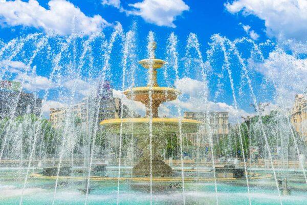 unirii-square-bucharest-fountains